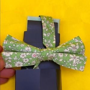Light green Rooster bow tie and pocket square